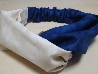 浴衣姿にぴったり♪エレガントなヘアバンド ムラ染め クリームと紺色の画像
