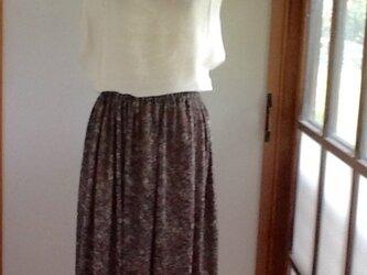 モスグリーンのロングギャザースカートの画像