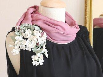 【再販】立体レース 花のコットンストール「風の花/2辺」ロマンチック・モーブの画像