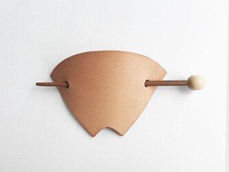 革簪(かんざし) 扇 栃木レザーのヌメの画像