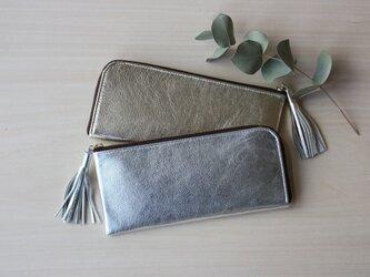 ゴートレザーのスリムな長財布 L字型 シルバーの画像