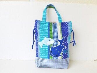 ジンベイザメ&イルカの巾着バッグ(大)体操着入れの画像