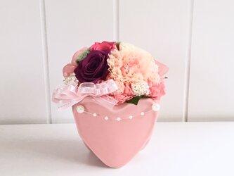 花束のようなプリザーブドフラワーアレンジメント *結婚祝い*の画像