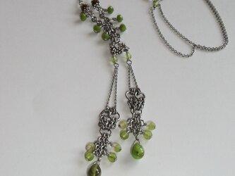 銀の粒*若草色のネックレスの画像