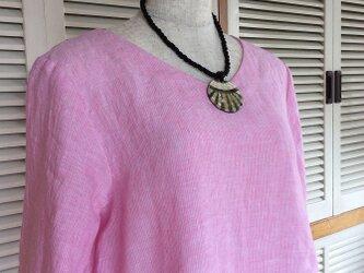 受注制作:ビタミンカラー・ピンクのシンプルVネックブラウスの画像