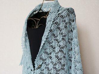 リネン糸のパイナップル編み三角ストール(アンティークブルー)の画像