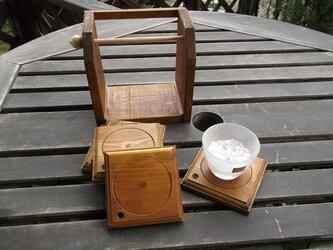 アンチーク調な木製コースター5枚セット 収納棚付の画像
