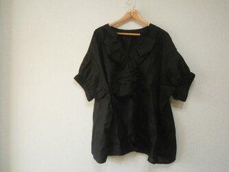 en-enフランスリネン・フリルプルオーバー・ブラックの画像