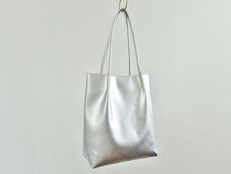シルバーPUレザートートバッグの画像