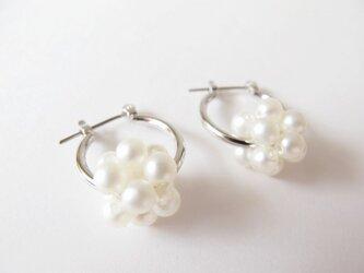 crystal pearl ball ピュアホワイト フープピアスorイヤリングの画像