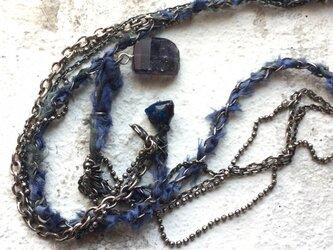 シルバーのミックスチェーン 青のシルクリボンの画像