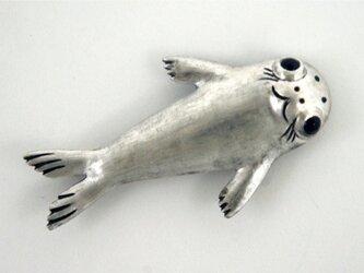 ゴマフアザラシのブローチの画像