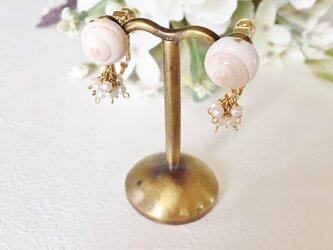 巻貝と小粒パールのふさふさイヤリングの画像