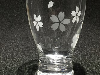 桜の清酒グラスの画像