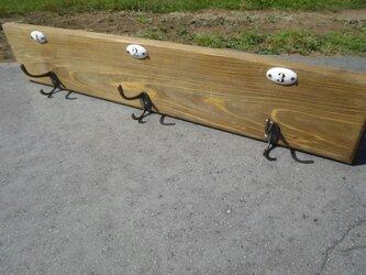 ウォールナット色 桧板 ウォールフックシェルフ ナンバー付の画像