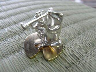 トランペット吹きのカエルの画像