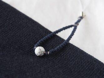 麻糸のストラップ(Navy×ハウライト)の画像