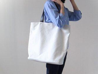 シンプルな装いに - トートバッグWhite(L) - :カレン クオイルの画像