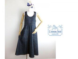 くるみボタンのジャンパースカート スラブデニムの画像