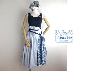 昆虫刺繍のデザインスカートの画像