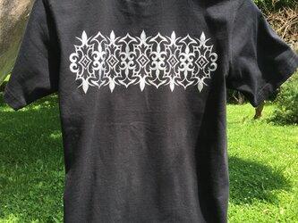 【受注製作】アイヌ アレンジ柄 バックプリント メンズ Tシャツ ブラック S・M・Lサイズの画像