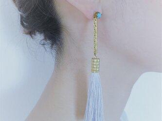 シルクタッセルロングピアス グレイッシュホワイト tassel pierced earrings <PETS-5GWH>の画像