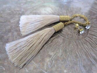 シルクタッセルロングピアス アイボリーホワイト tassel pierced earrings <PETS-6IVW>の画像