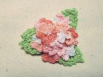 あじさいの手編みブローチ pinkの画像