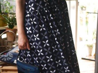 久留米絣濃紺柄と無地の組み合わせワンピの画像