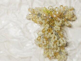 レトロなミモザのコサージュ・ブローチの画像