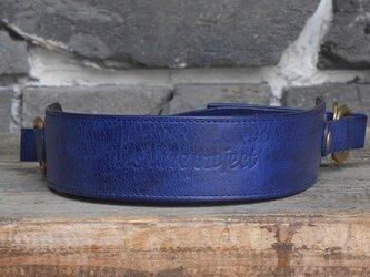 ヌメ革のカメラストラップ Mサイズ 藍の画像