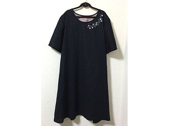 麻の花刺繍ワンピース(紺)の画像