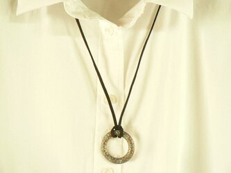 ターコイズブルーのデザインネックレスの画像