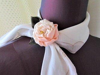 バラのワンポイント飾り ハンカチ留め  アクセサリー ちりめん細工布花の画像