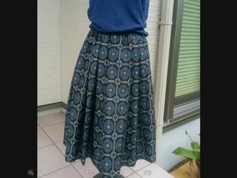 大島紬のタック付きスカート~ 裏付き  再出品 再々再版は不可です。の画像
