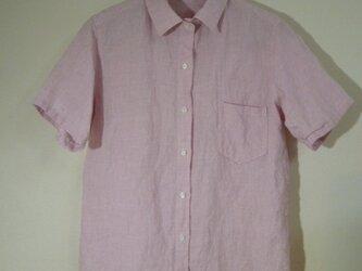 ピンクのリネンシャツの画像