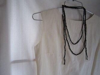 濃紺 小さな実のかぎ針編みネックレスの画像