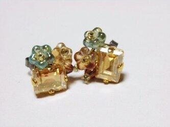 【再販】スワロフスキーの花束ピアス(チタン)ゴールド系の画像