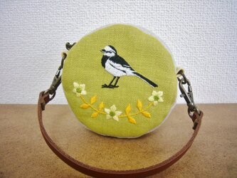 【sale】手刺繍まるポーチ ハクセキレイの画像
