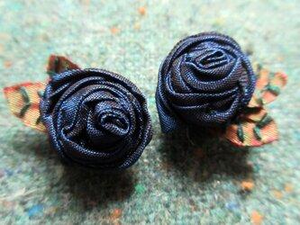 巻バラのイヤリングの画像