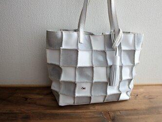 【送料無料】本革 手縫いPatchwork tote  L (white)の画像