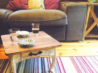 小さな猫足テーブルの画像