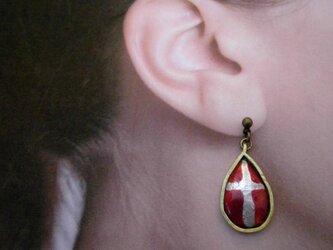 【イヤリング・アレルギー対応あり】墨透極淡十字架滴七宝耳飾の画像