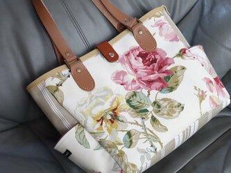 y様ご依頼品:サイドポケットバッグMベーシック(イギリス花柄×ティッキングストライプA)の画像