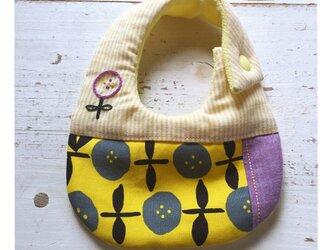 Rojiベビービブ/黄&紫 花柄刺繍の画像