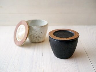 蓋付きカップ 黒マットの画像