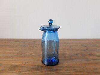 【再入荷】吹きガラスの蓋付きピッチャー(ブルー)の画像