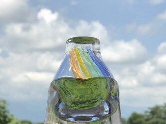 虹の一輪挿しの画像