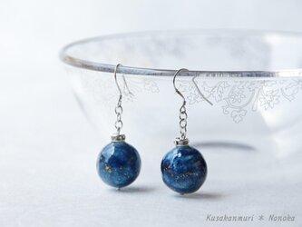藍染宇宙ピアス*コットンボール/シルバーの画像