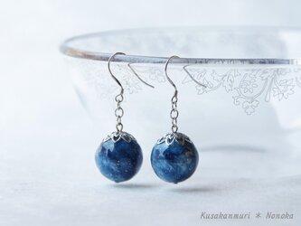 藍染宇宙ピアス*コットンボール/シルバー 花座の画像